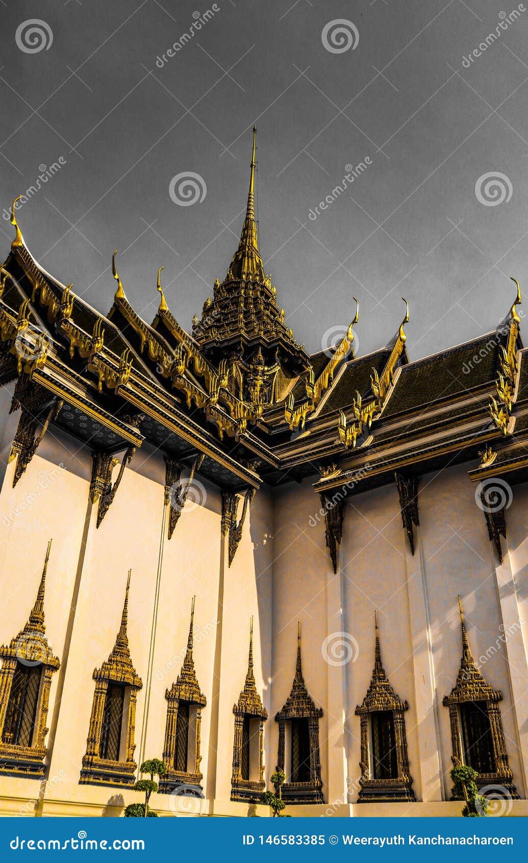 Wat Phra Kaew, g?n?ralement connu en anglais comme temple d Emerald Buddha ou du palais grand est consid?r? comme la plupart de b
