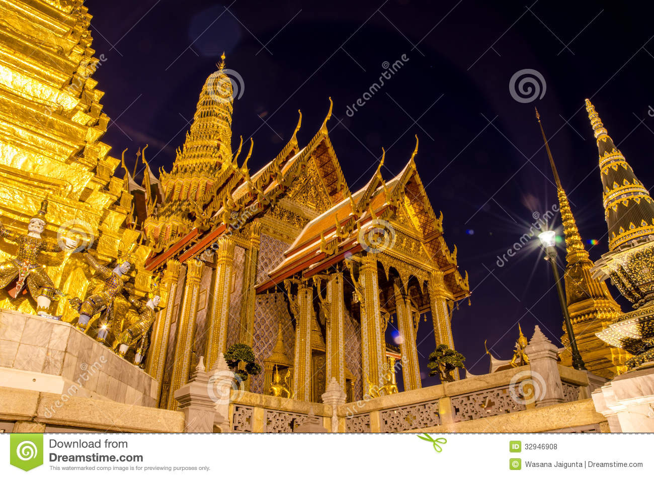 Wat Phra Kaew. Royalty Free Stock Photos - Image: 32946908