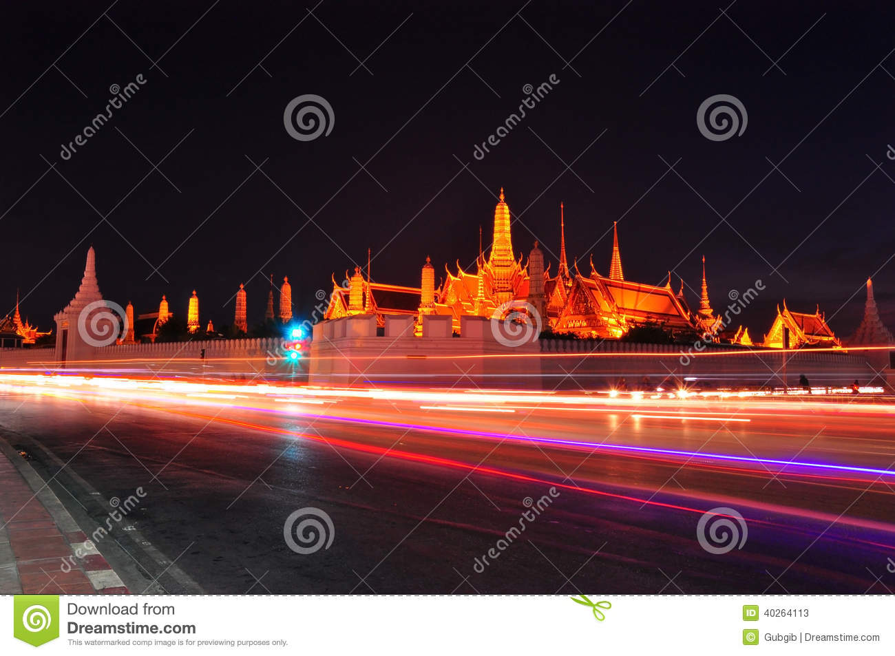 Wat Phra Kaew In The Night Stock Photo - Image: 40264113