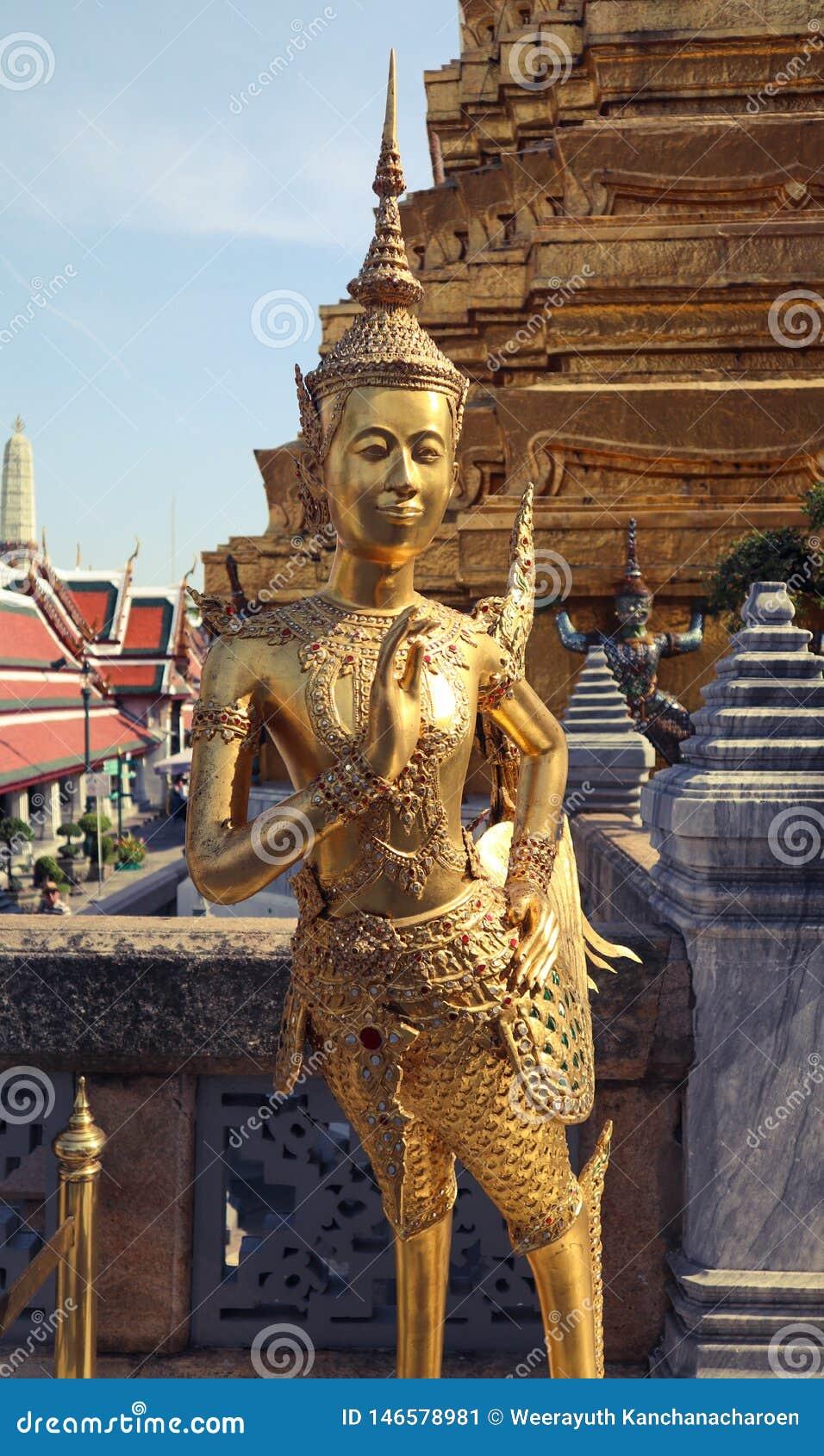 Wat Phra Kaew, powszechnie zna? w Angielskim jako ?wi?tynia Szmaragdowy Buddha uroczysty pa?ac lub dotyczy jak najwi?cej ?wi?tego