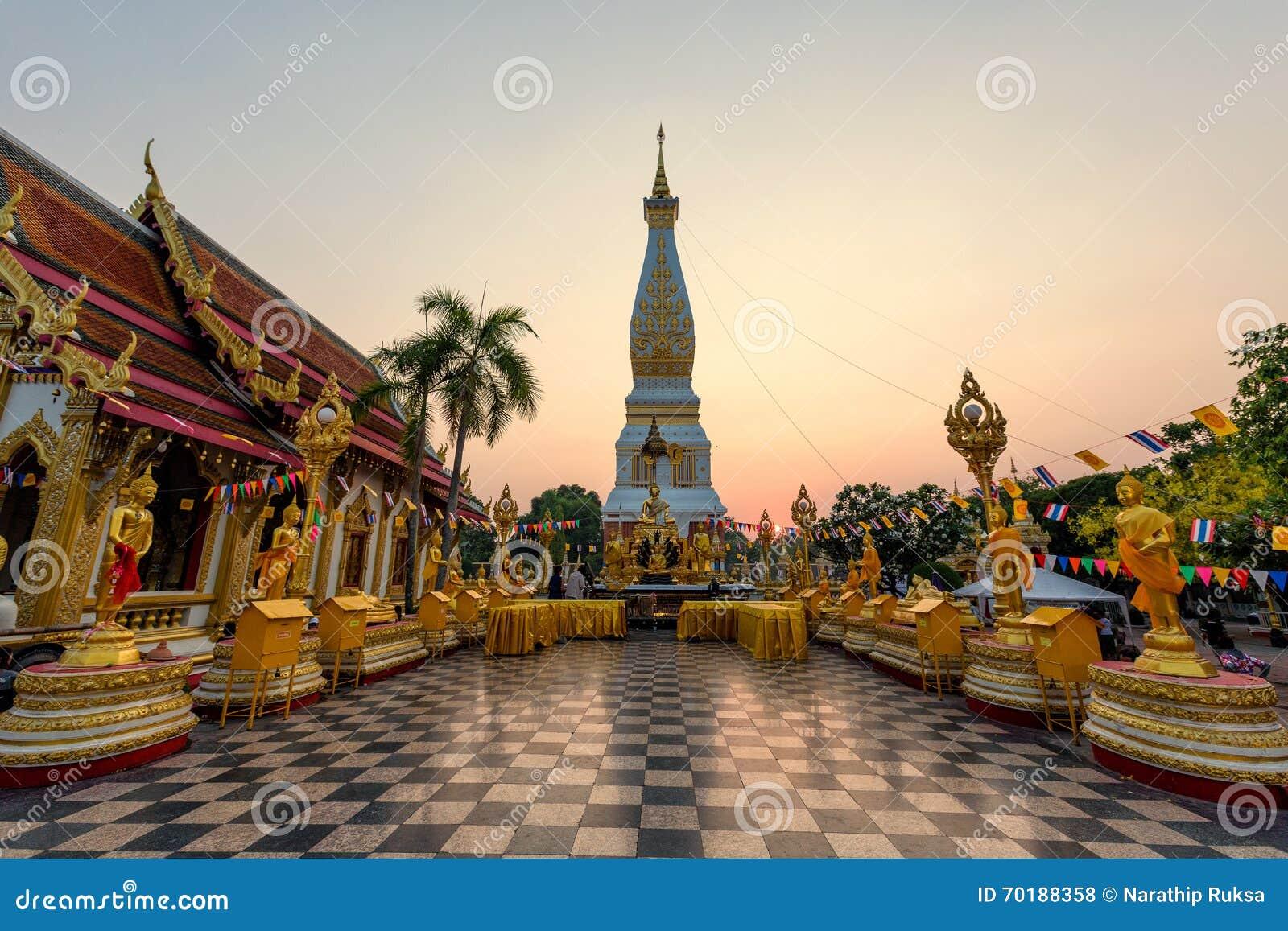 Wat Phra That Phanom Temple under solnedgång på det Nakhon Phanom landskapet, Thailand