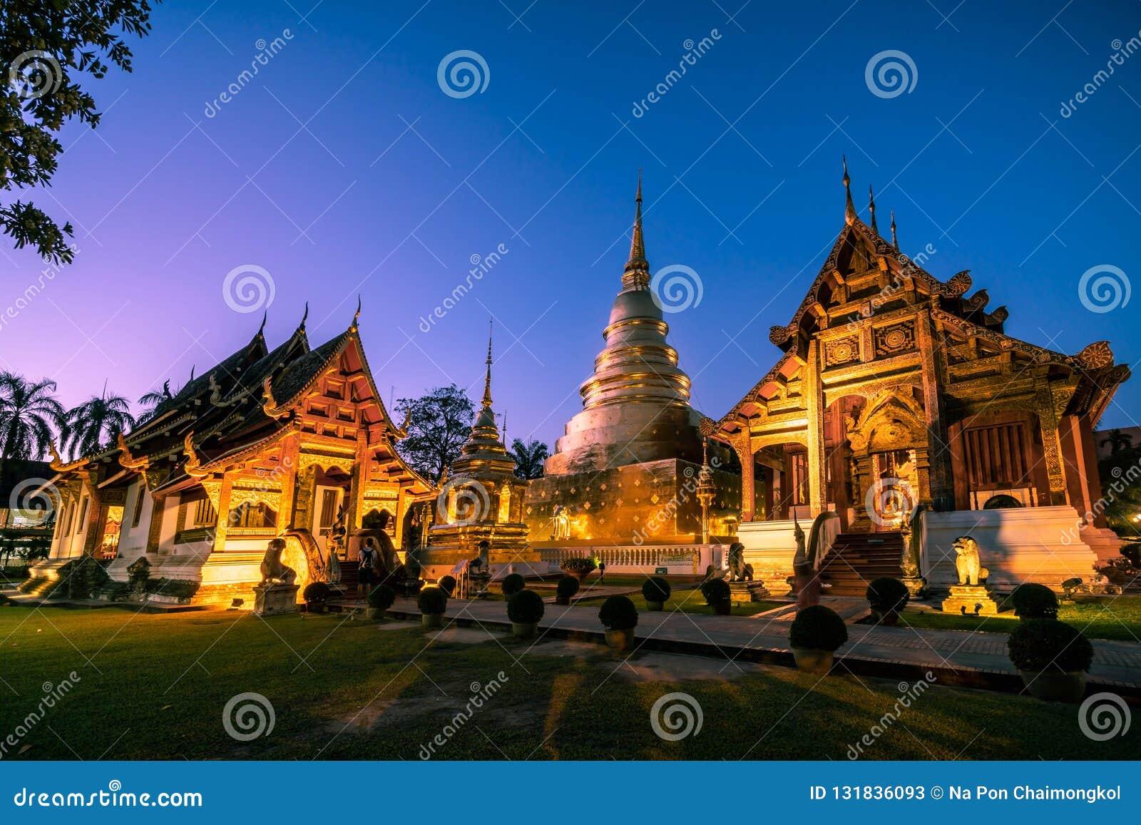 Wat Phra Singh podczas mrocznego nieba