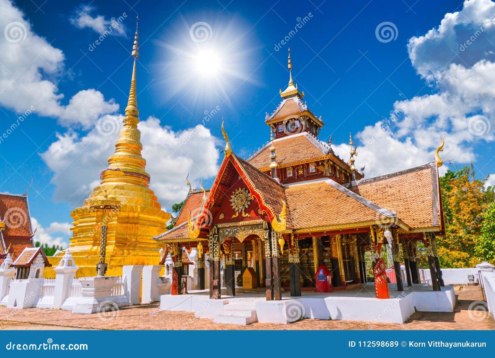 Wat Pong Sanuk Temple em Lampang Lanna Buddhist Temple antiga bonita