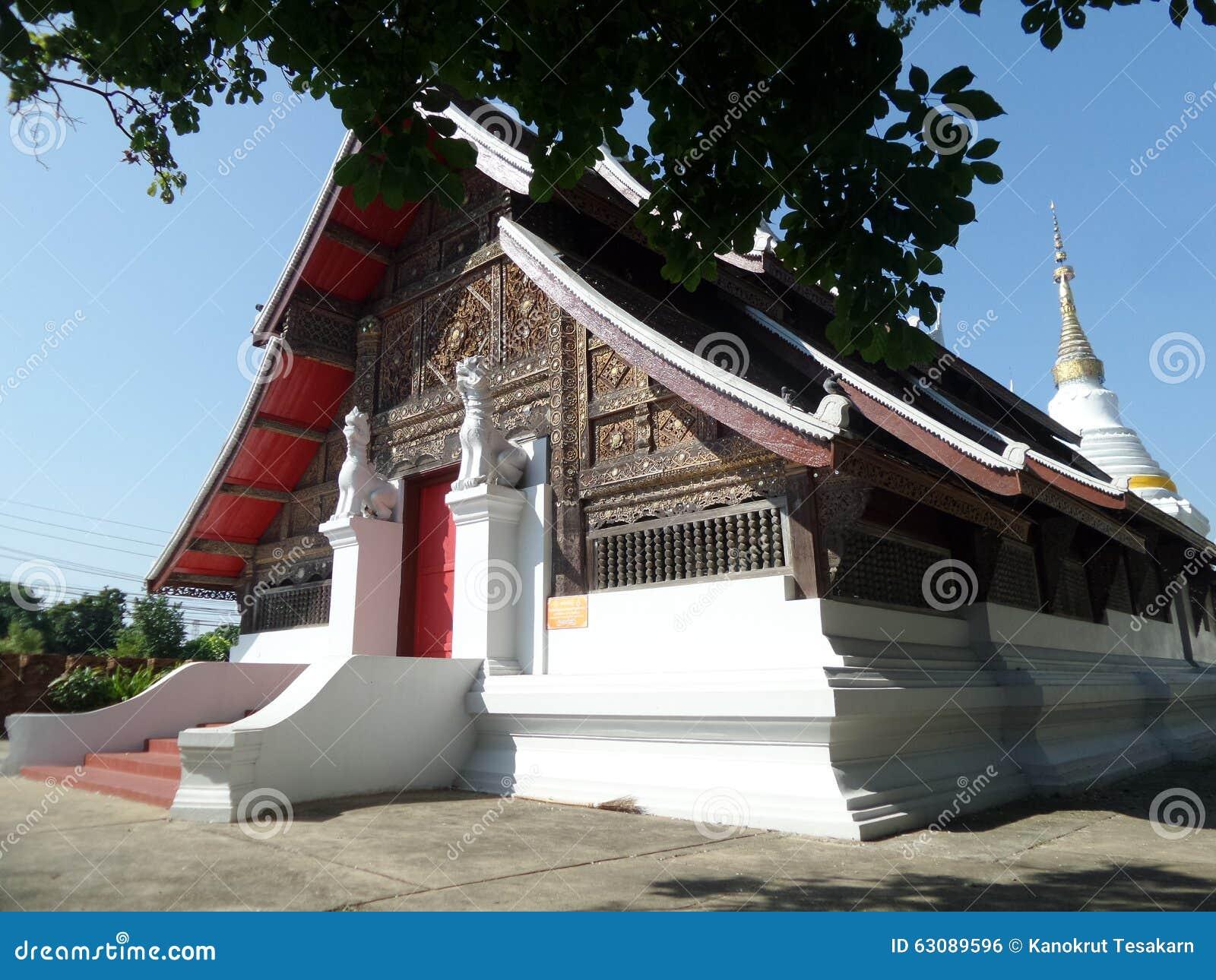 Download Wat Suchadaram Sous Le Ciel Bleu Photo stock - Image du doré, bleu: 63089596