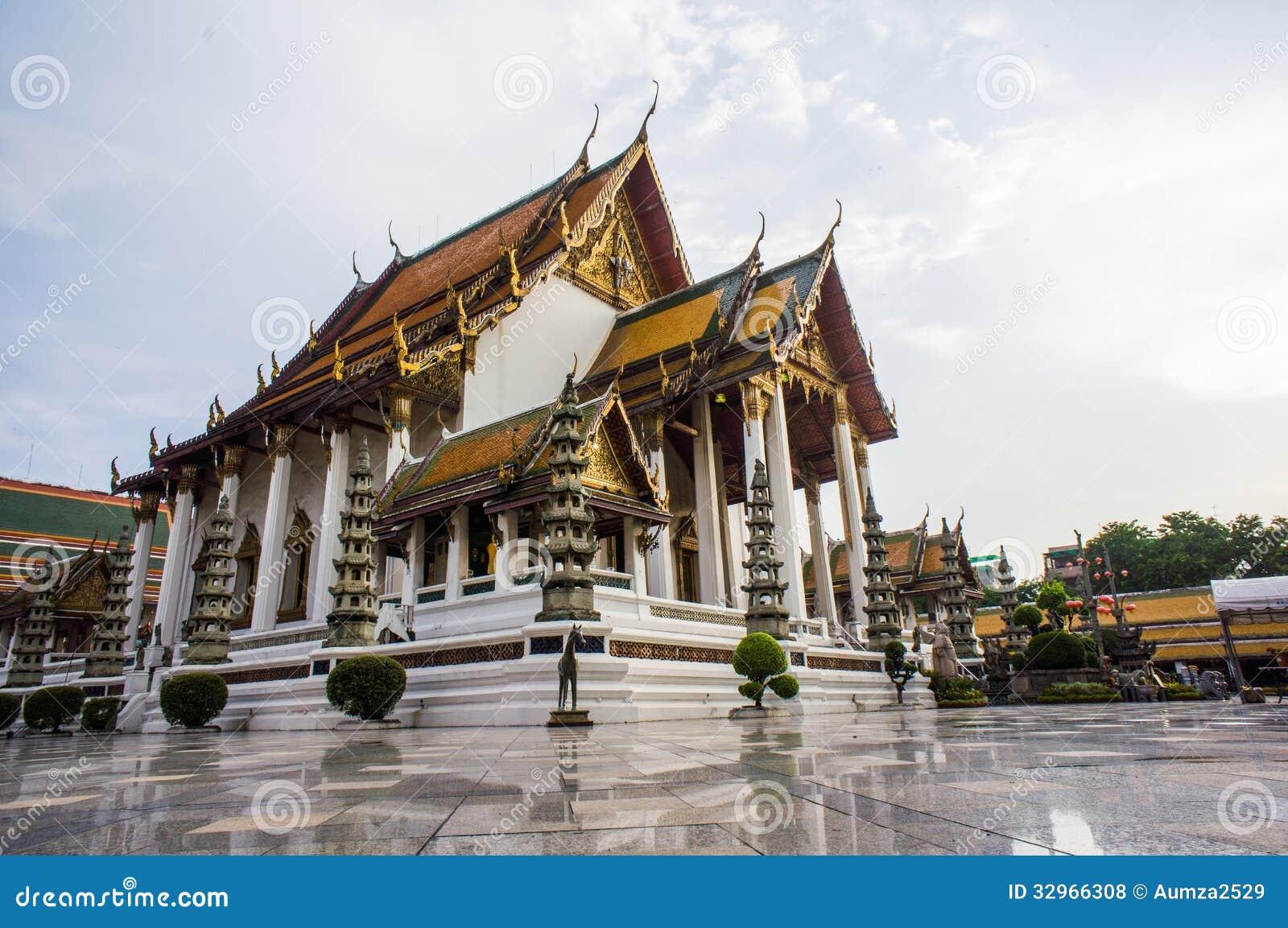 Wat Suthat Thepphawararam Royalty Free Stock Photos - Image: 32966308