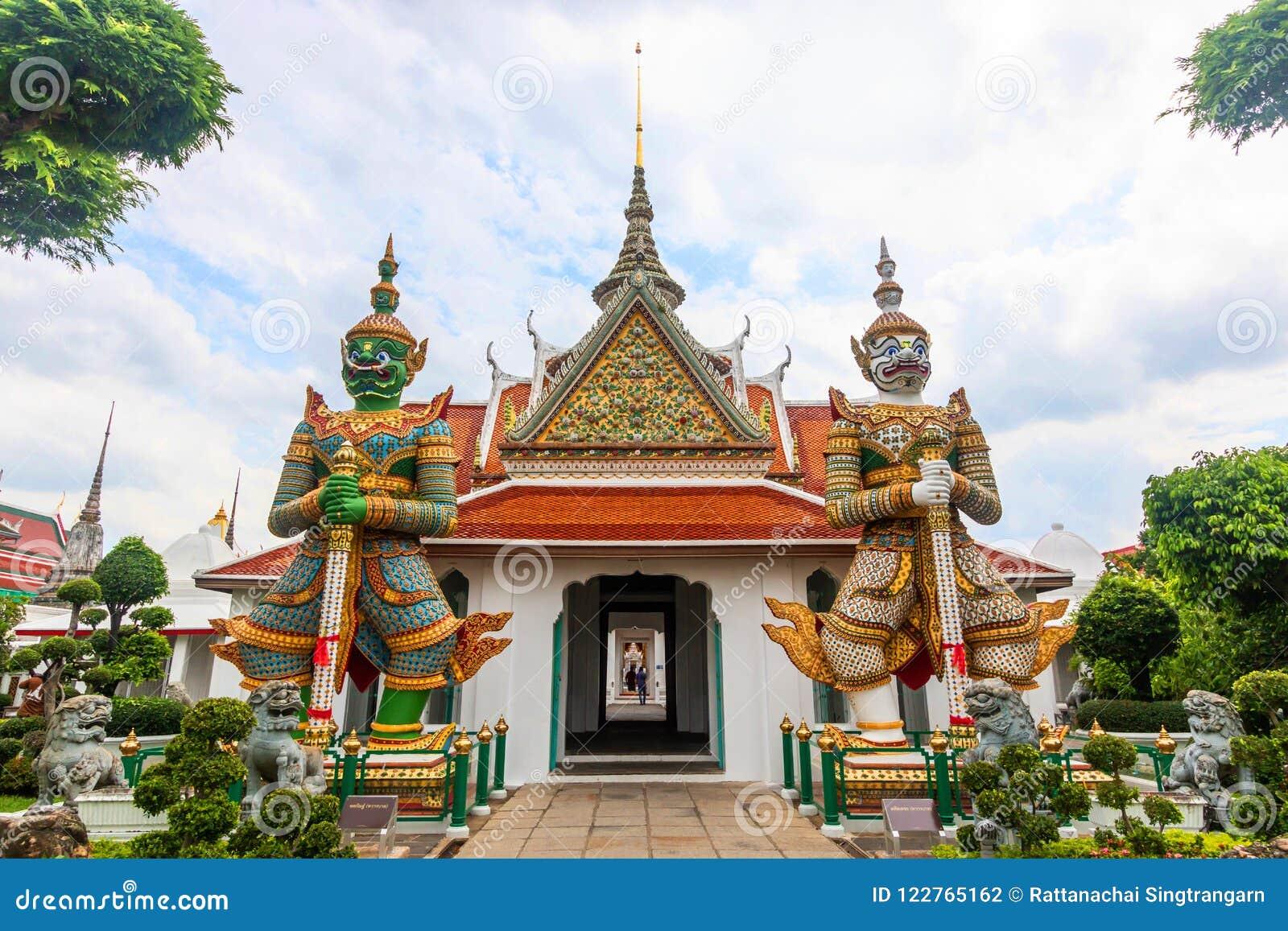 Wata Arun Buddyjska świątynia sławny antyczny uroczysty pałac w Bangkok Tajlandia, azjatykci podróż punkt zwrotny etykietka gigan