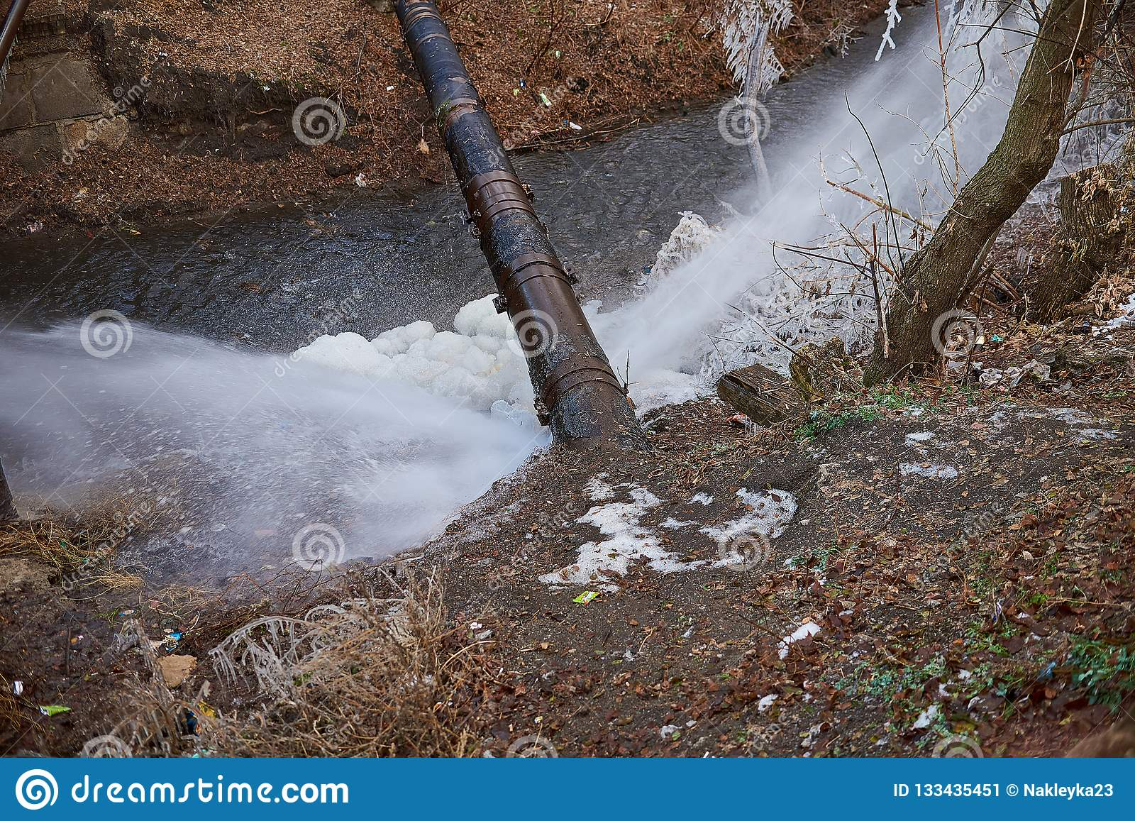 water flow from the pipe