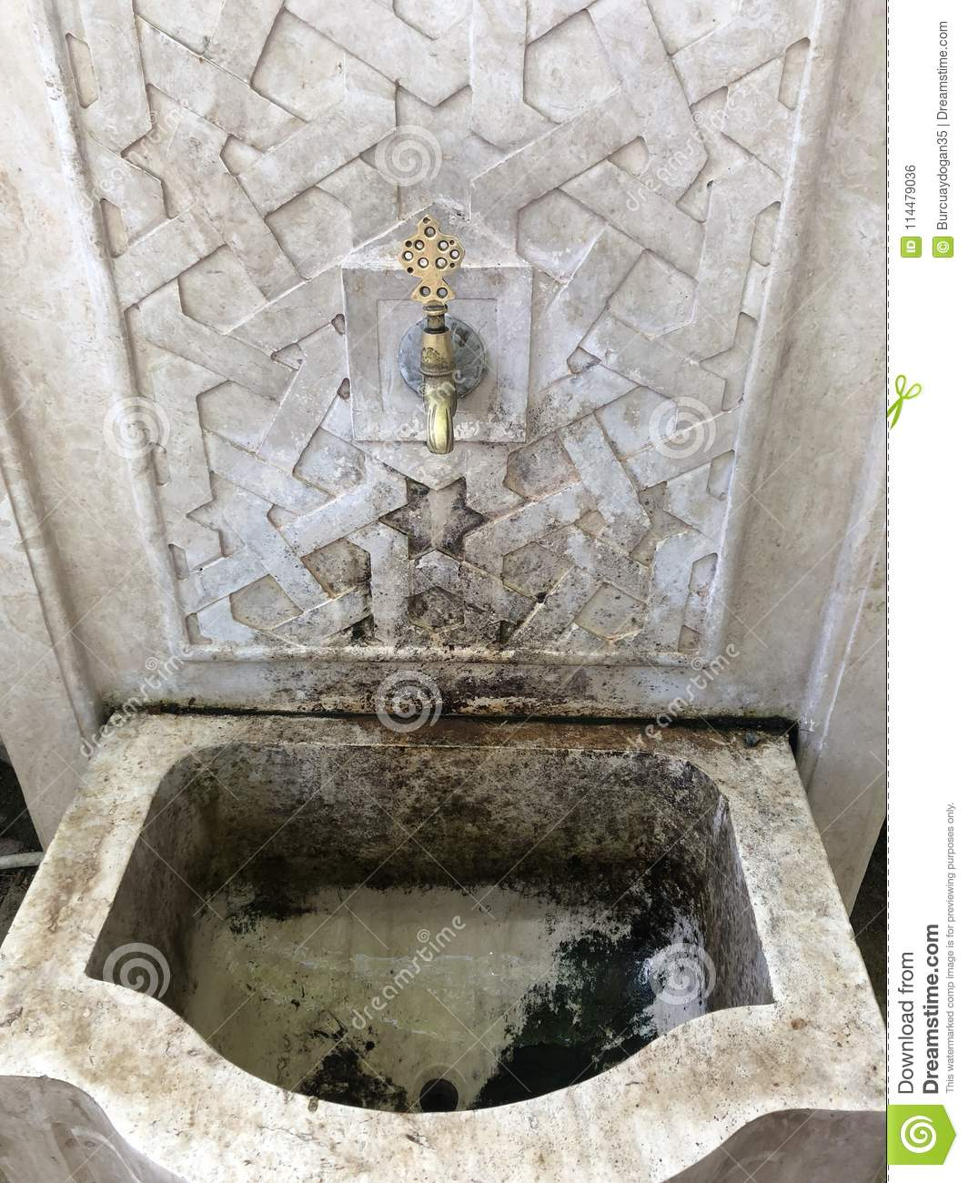 Water tap in decorative installation
