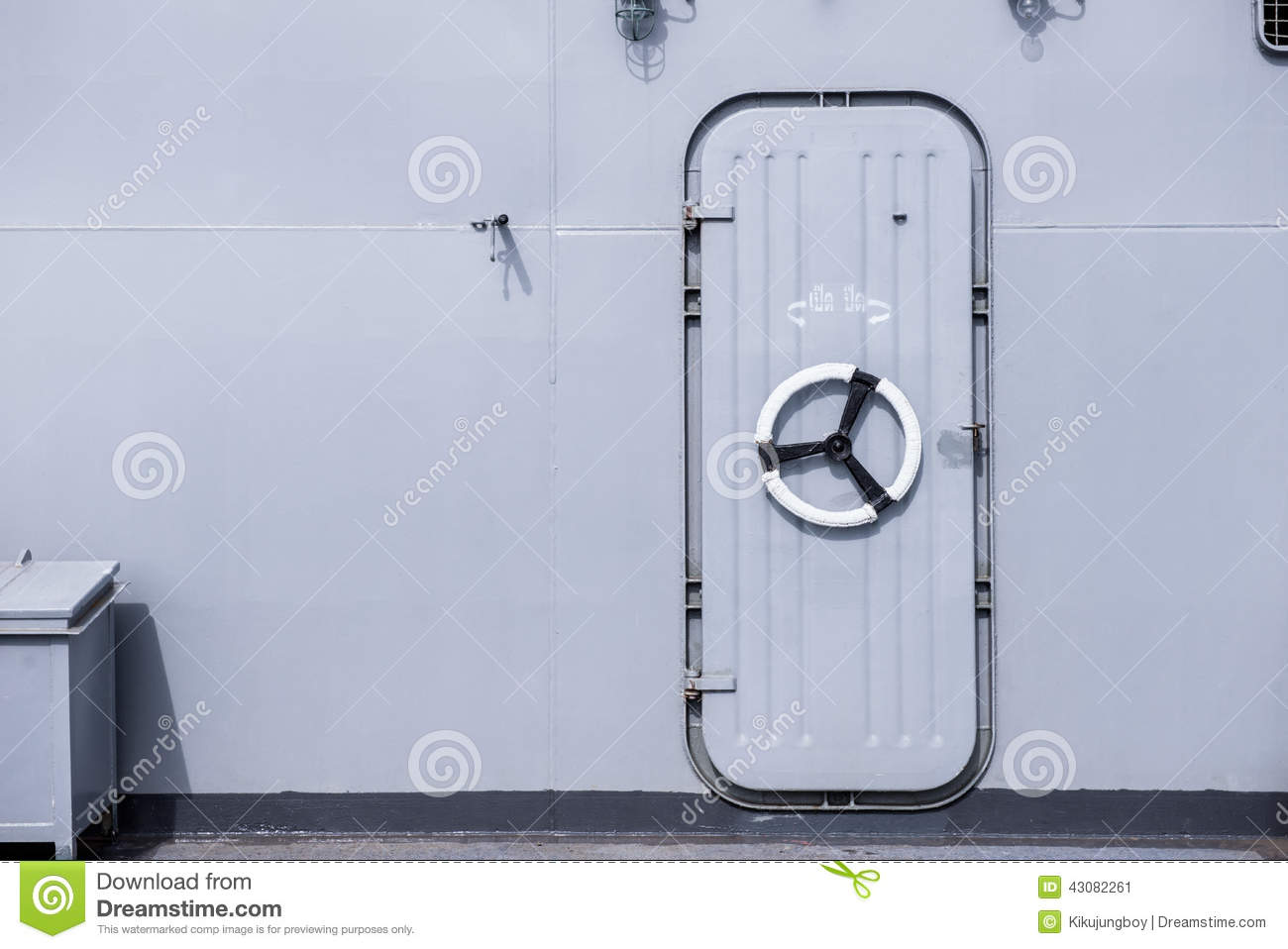 Iron Ship Door With Lock Wheel Royalty Free Stock Image