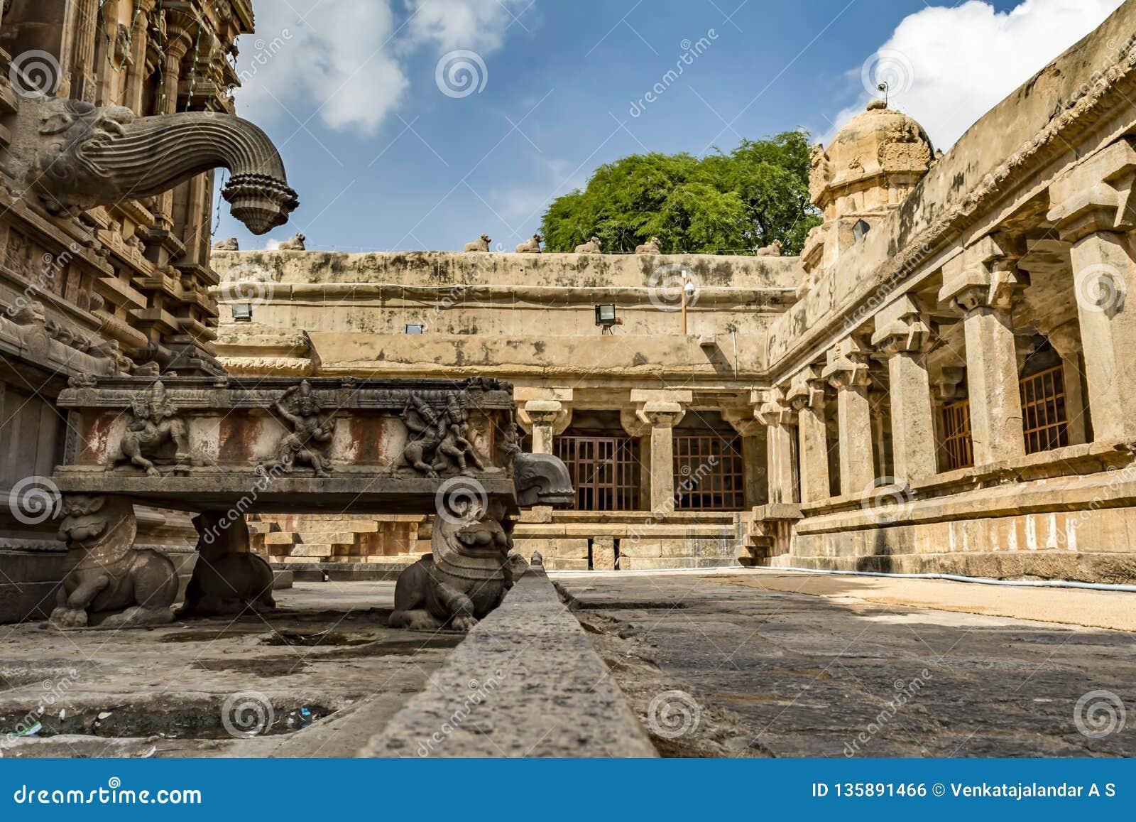 Waterafzet van deity bij Grote Tempel