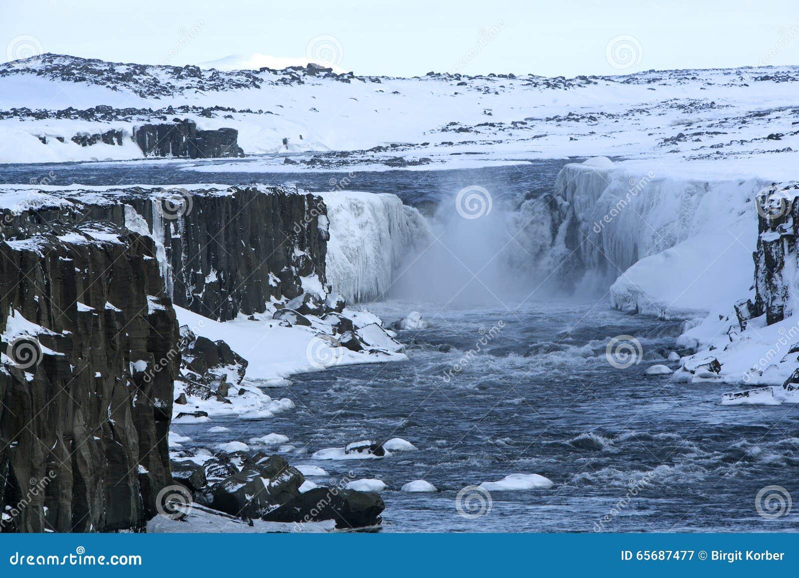 selfoss women Iceland becoming an outdoors woman outdoor skills adventure kayaking, hiking, waterfalls, horseback riding expert guides no single supplements join us.