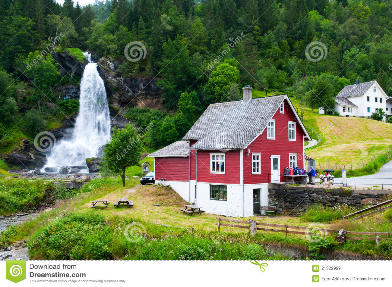 Waterfall steindalsfossen royalty free stock images for Traditionelles haus
