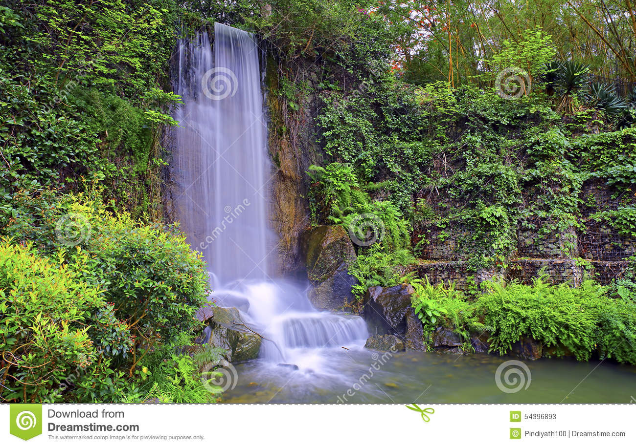 Waterfall in zen garden stock image image of beautiful for Cascadas para jardin fotos
