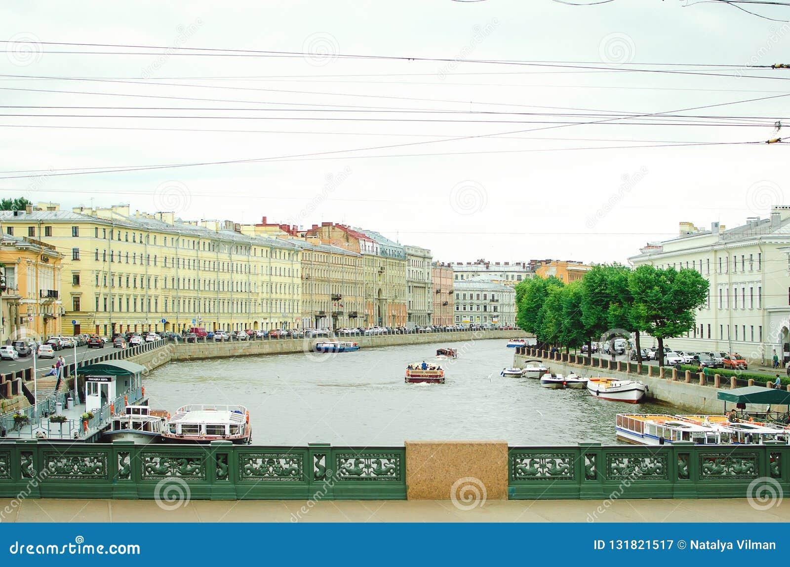 Waterkanalen van de stad van St. Petersburg, 2018 Mooie cityscape