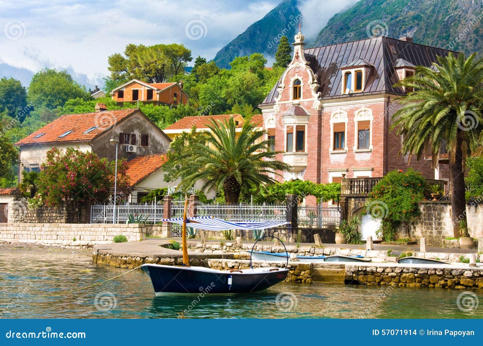 Waterkant in Kotor na onweer