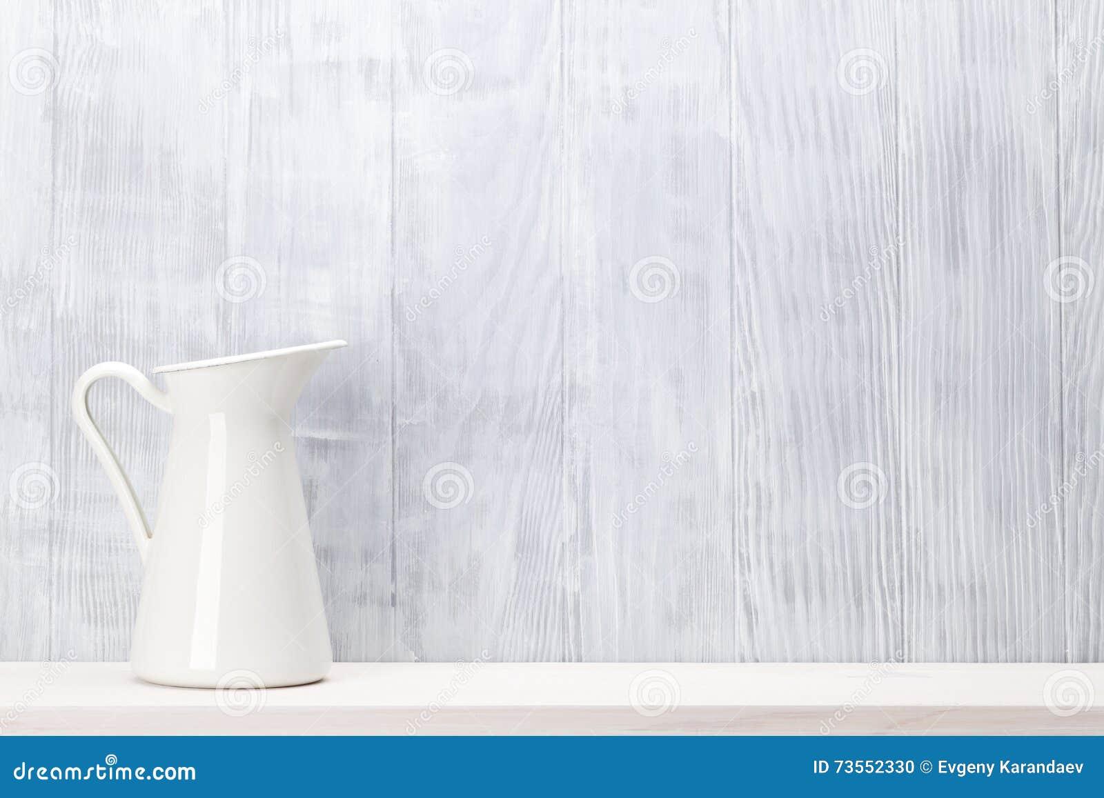 Waterkruik op plank