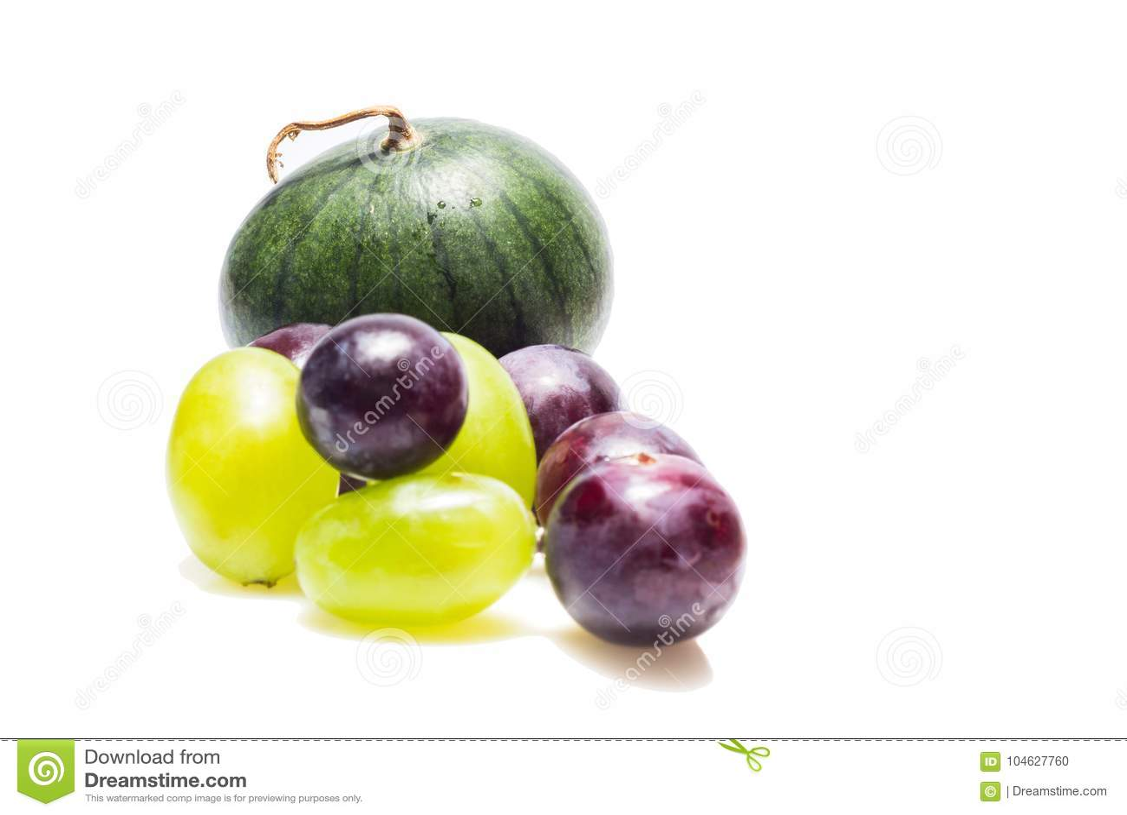 Download Watermeloen En Druiven Op Een Witte Achtergrond Stock Foto - Afbeelding bestaande uit verscheidenheid, voedsel: 104627760
