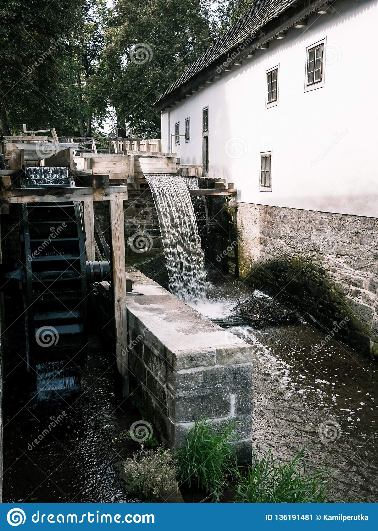 Watermill com casa