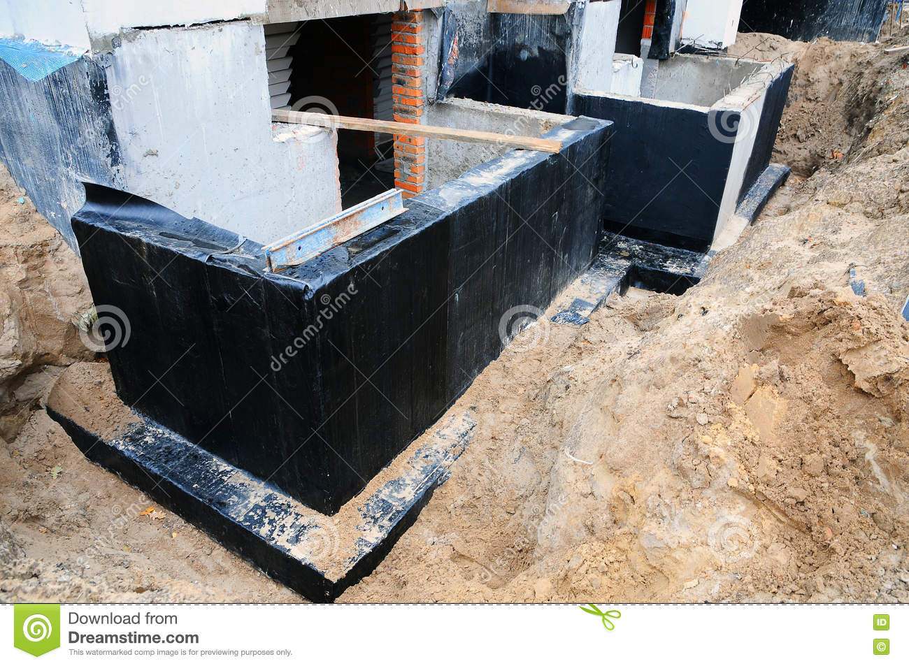 dampness waterproofing It is designed to allow both the roof and the chimney to expand and contract at their own rates without breaking the waterproof vapors and moisture inside.