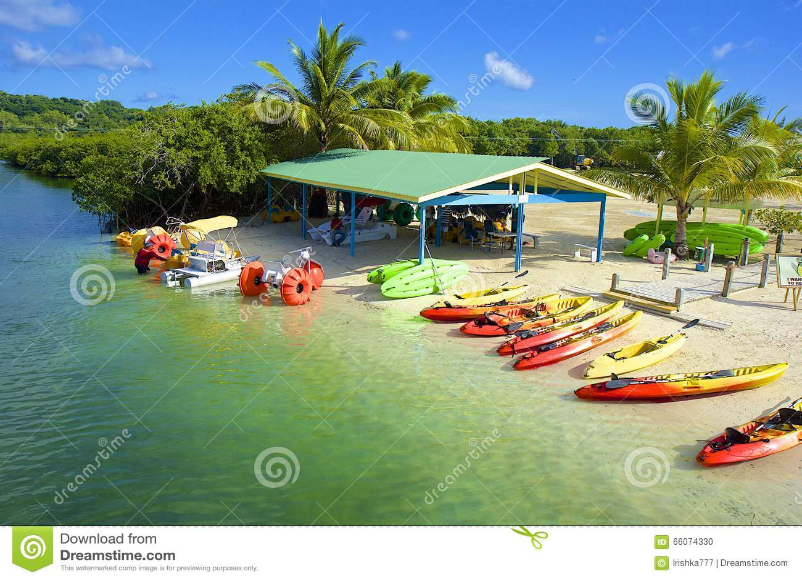 Watersports in baia di mogano in Roatan, Honduras