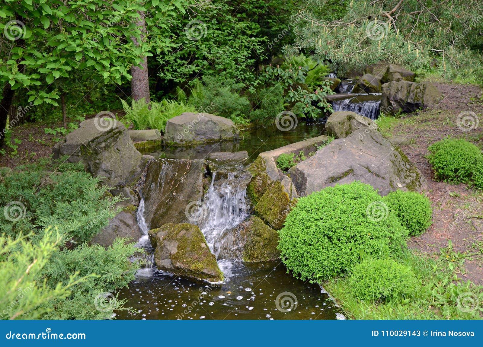 Waterstroom in Japanse Tuin