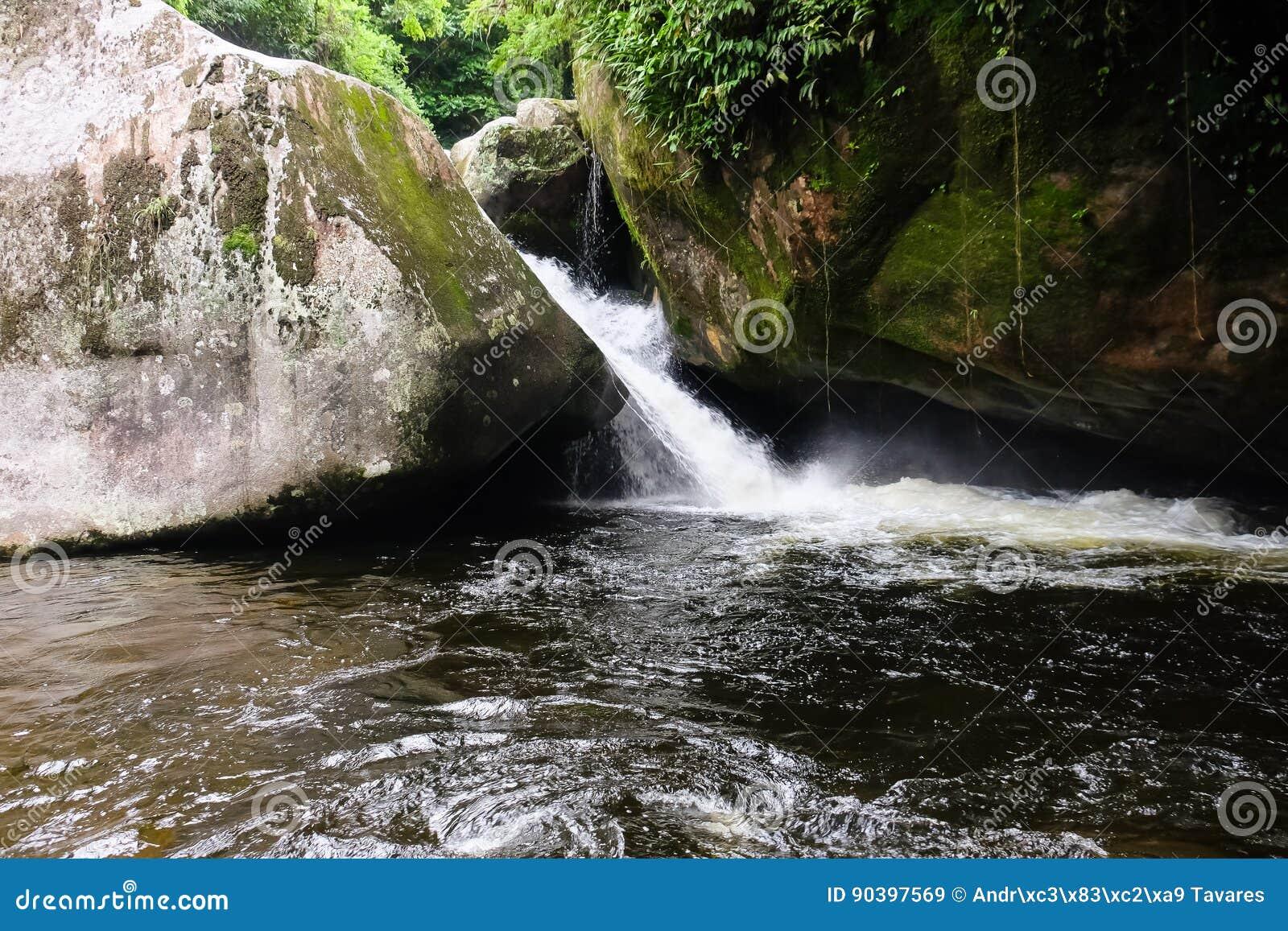 Waterval in Dos Orgaos van Parque Nacional DA Serra in Guapimirim,