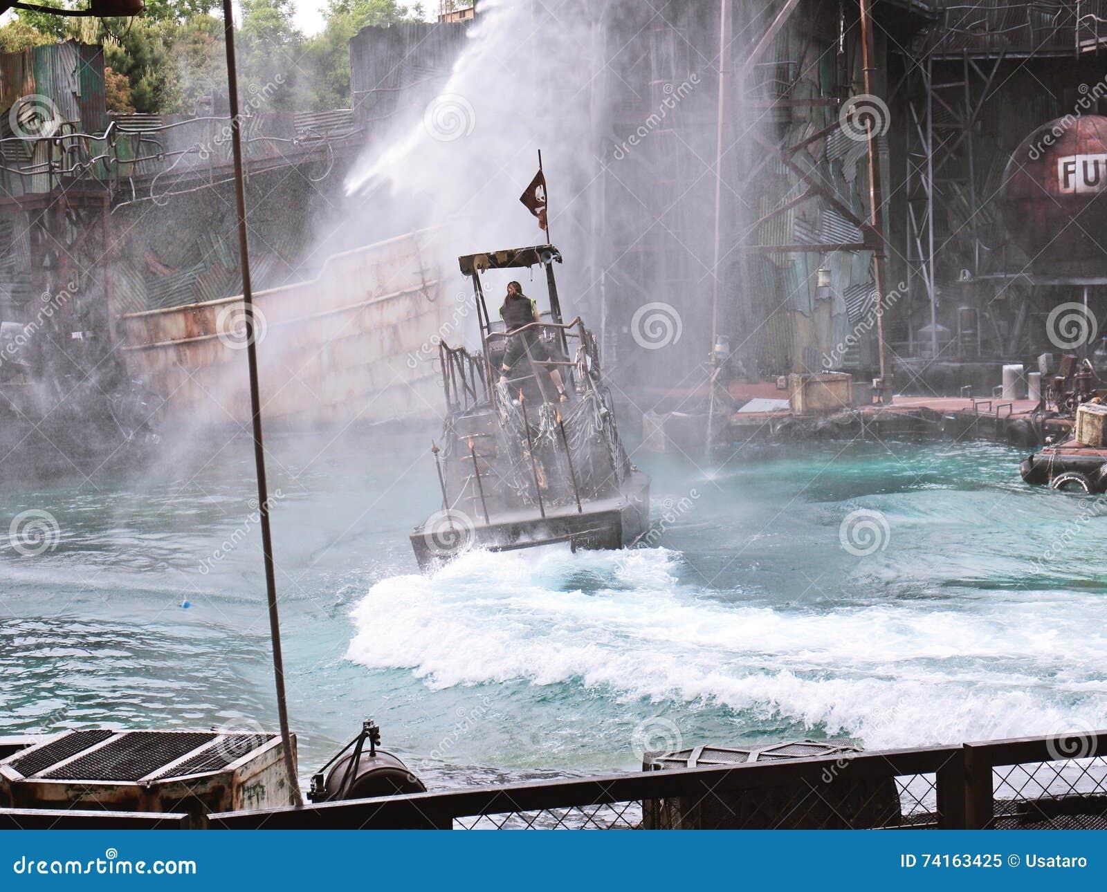 Waterworld привлекательность в реальном маштабе времени Spectacular моря
