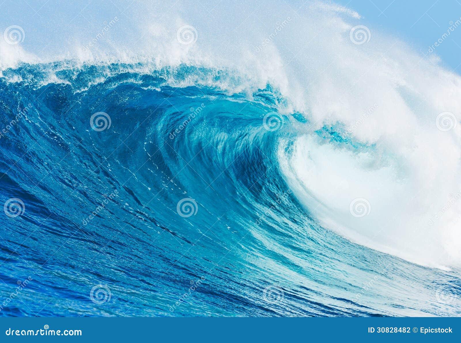 Wave praticante il surfing perfetto