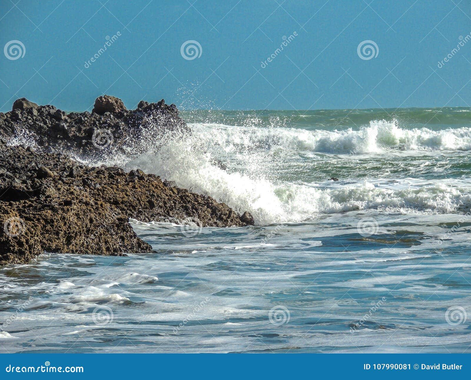 Waves Crashing A Shore PihaBeach, Auckland, New Zealand Stock Image