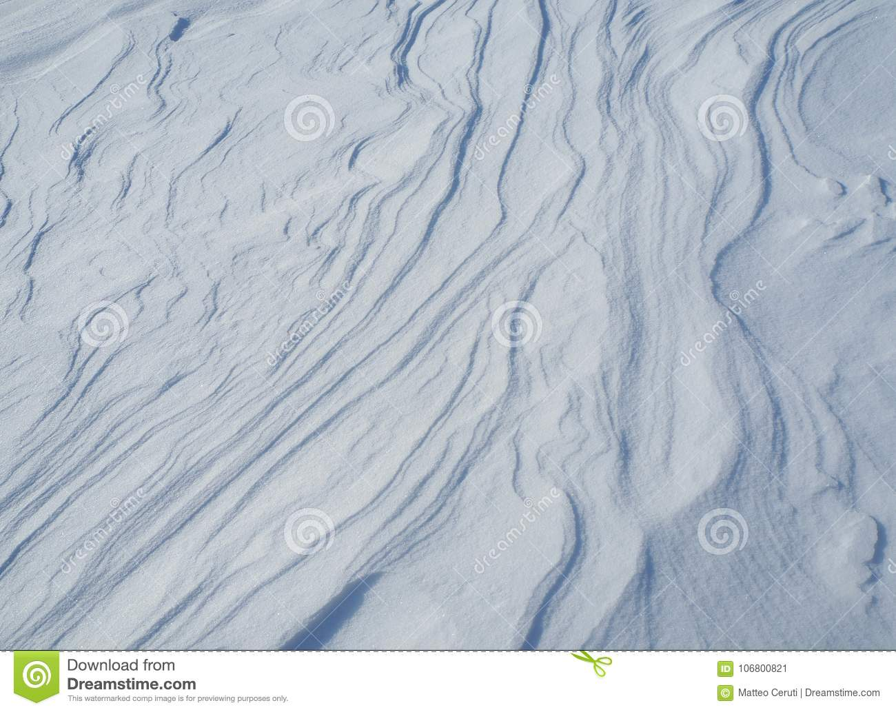 Waves and lines created by the wind on fresh snow