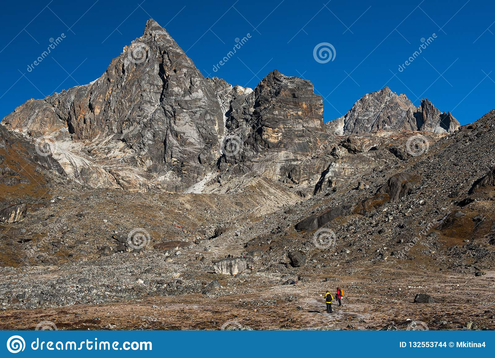 way to chola pass on everest base camp trekking route region fro