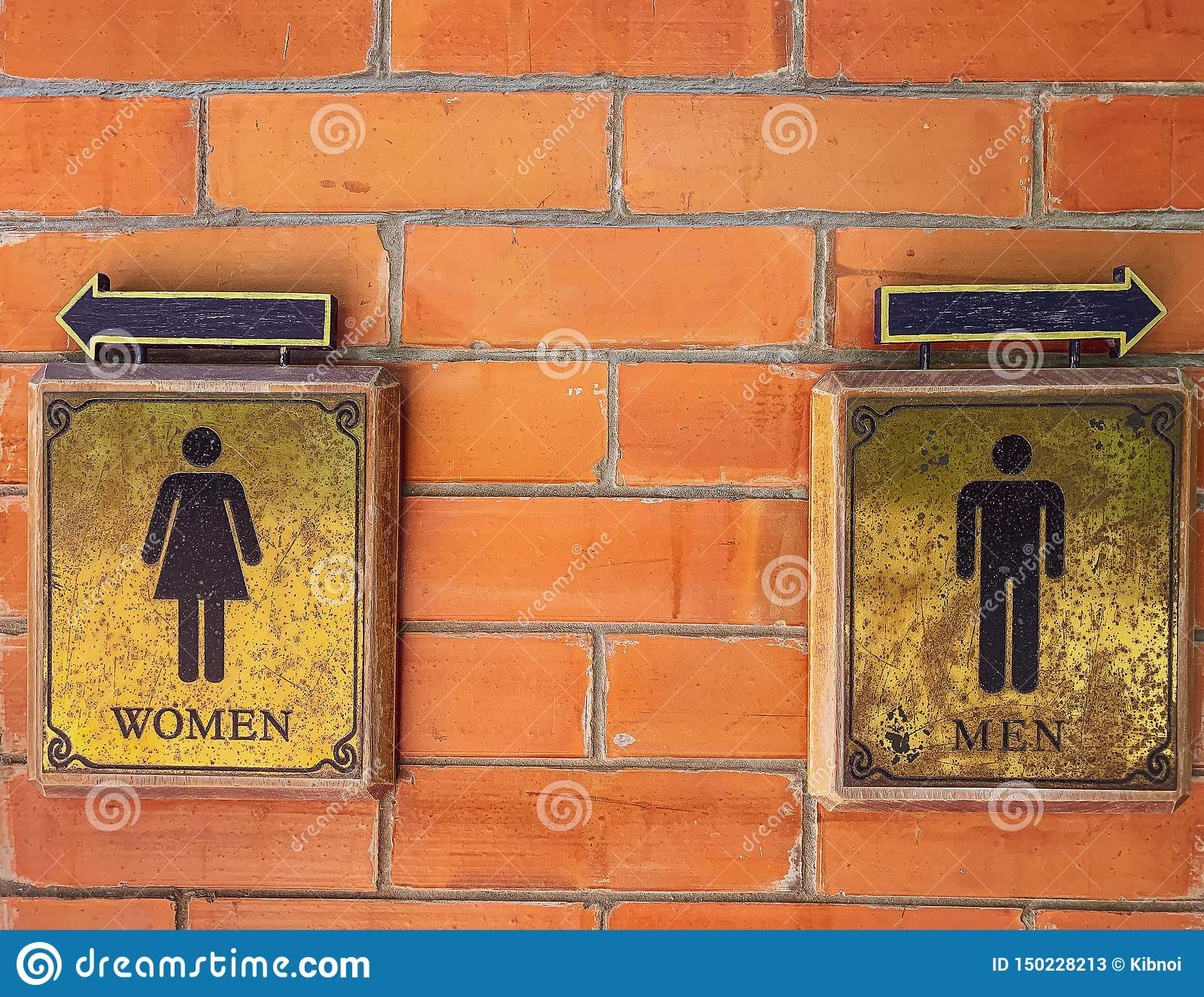 WC на стене блоков кирпича, ретро стили знака