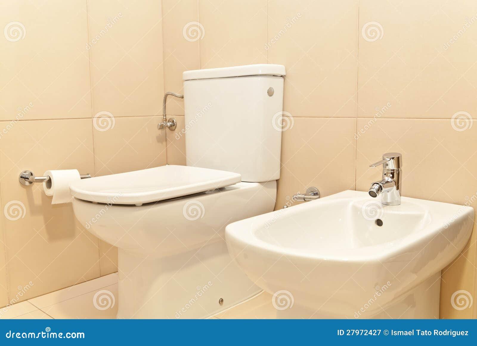 WC van het toilet en Bidet