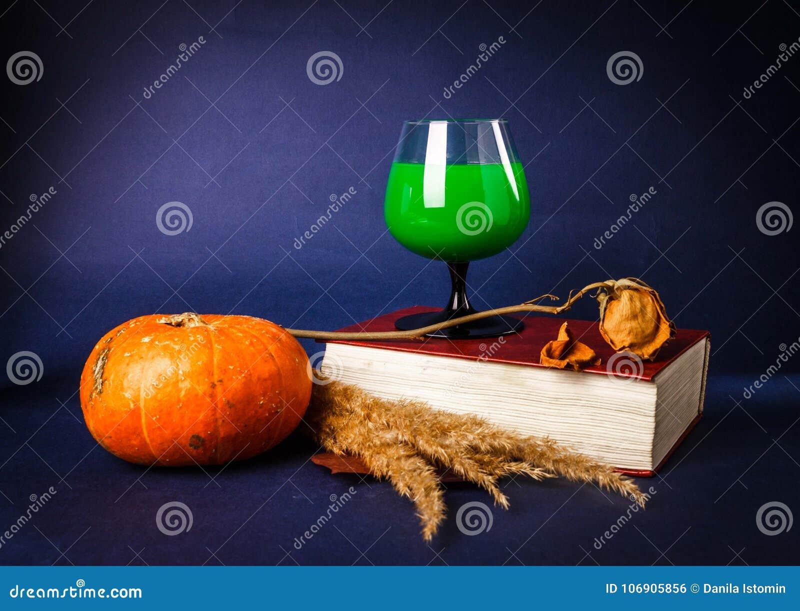 Wciąż życie z bani, książki, różanych i Halloween napojami,