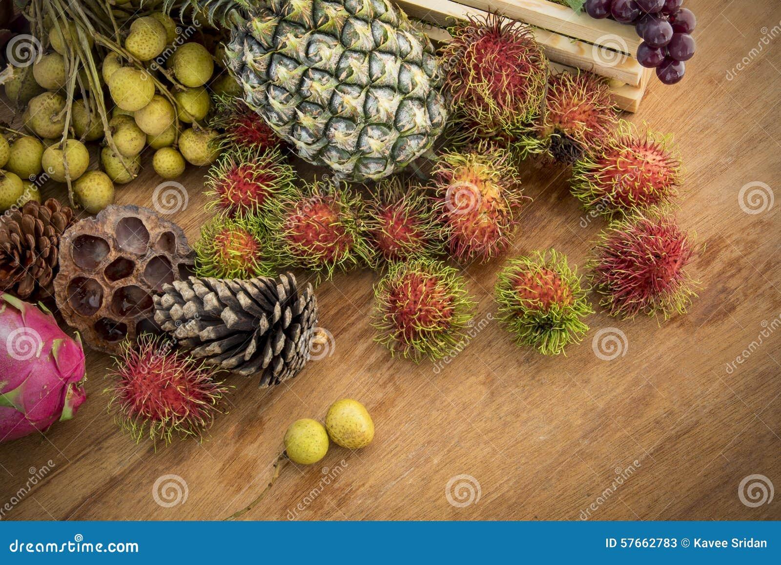 Wciąż życie z jesieni owoc