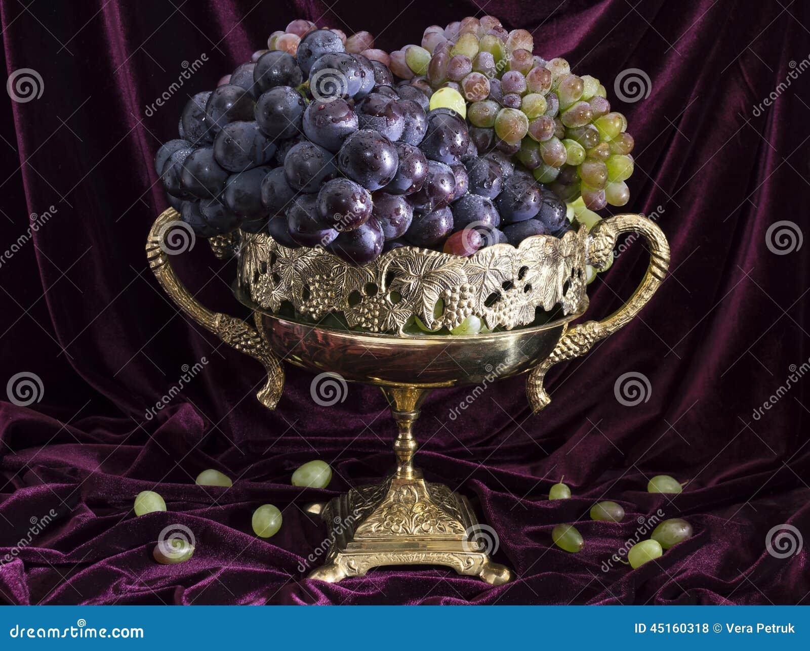 Wciąż życie z winogronem w wazie 1