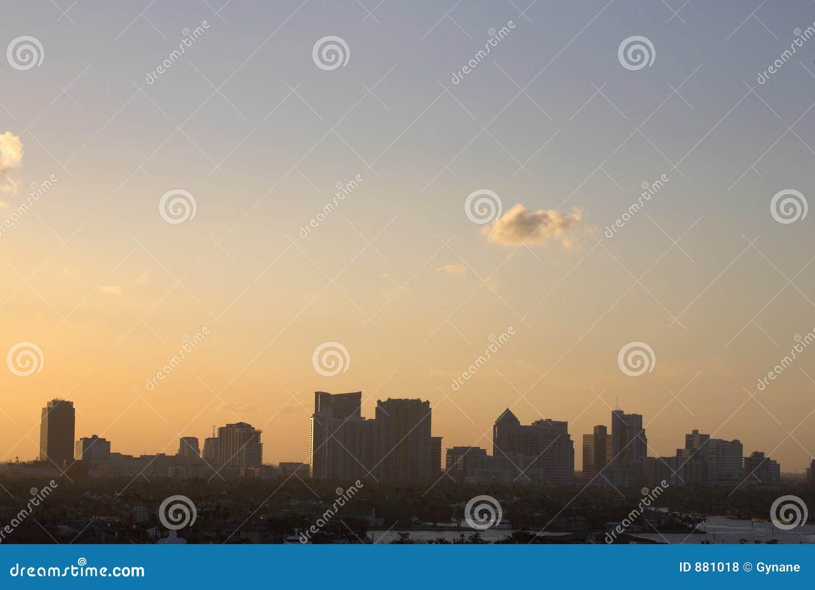 Wcześniej wieczorem fort lauderdale skyline widok