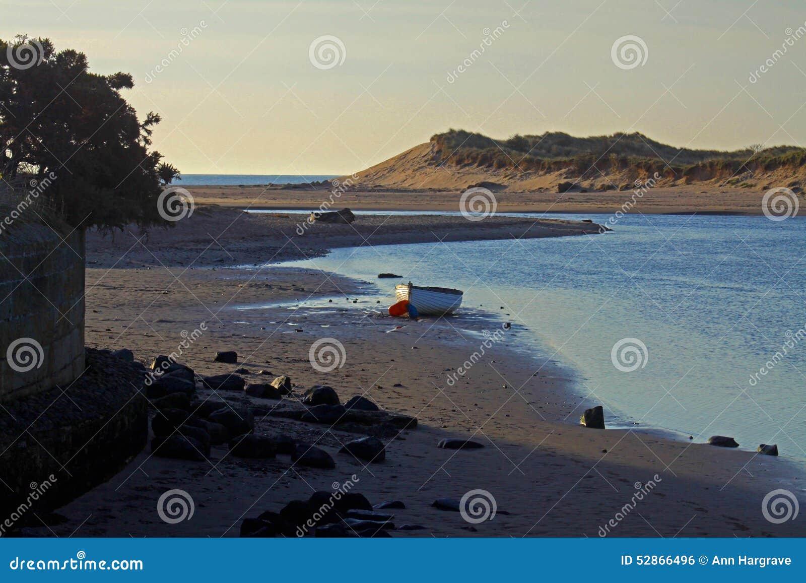 Wczesny poranek, Alnmouth plaża i zatoka,