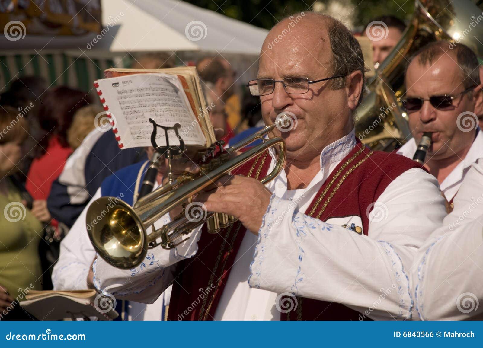 Weared的传统trumpetist