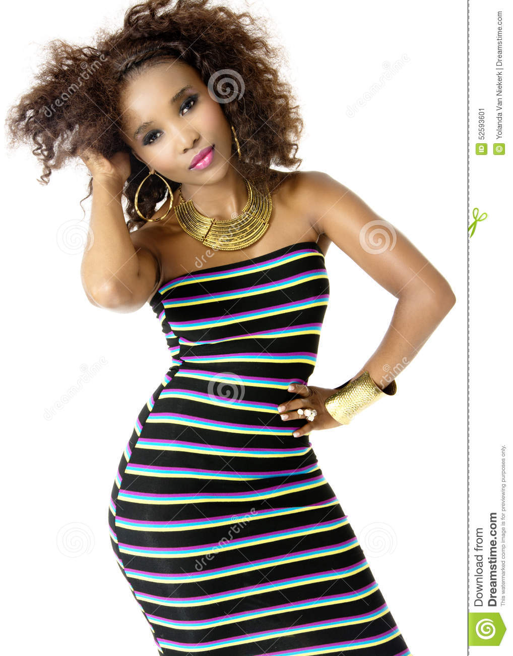 Wearing Striped Dress modèle féminin africain, bijoux d or