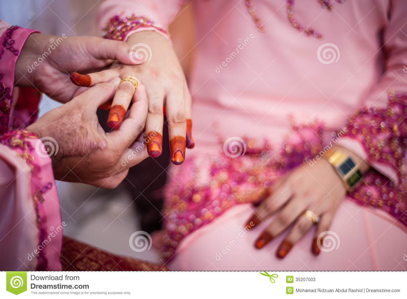 Wearing the wedding ring stock image. Image of marry - 35207003