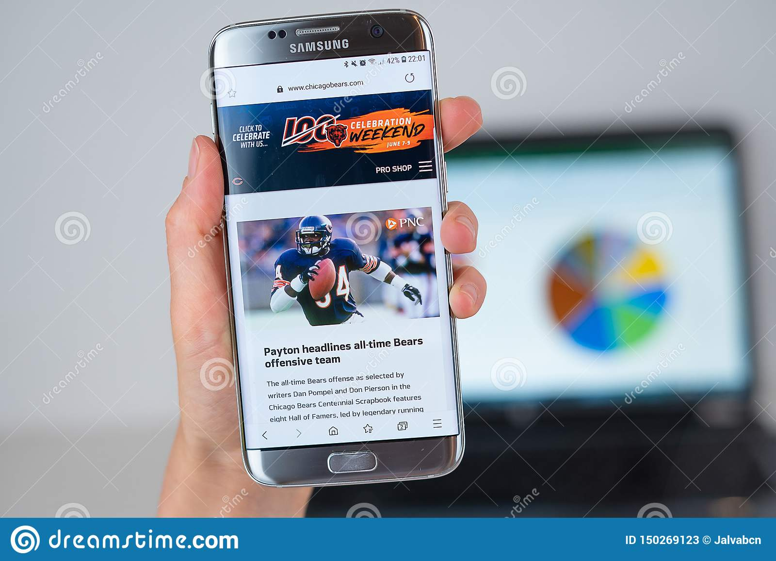 promo code 9a3ad fc47f Web Site Of Chicago Bears Sport Team On Phone Screen ...