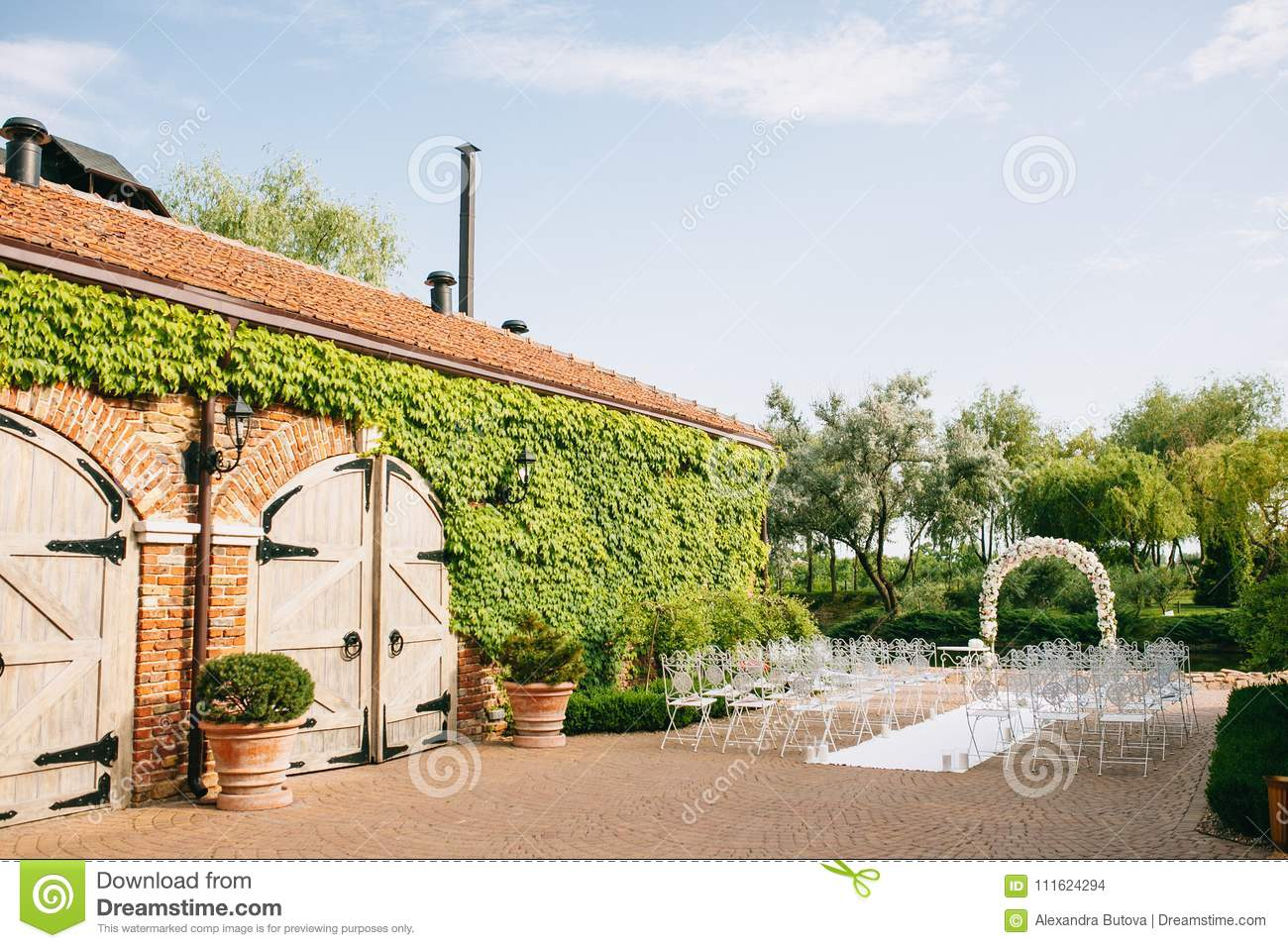 The Wedding Arch Is Decorated With Flowers By Roses Next To The ...