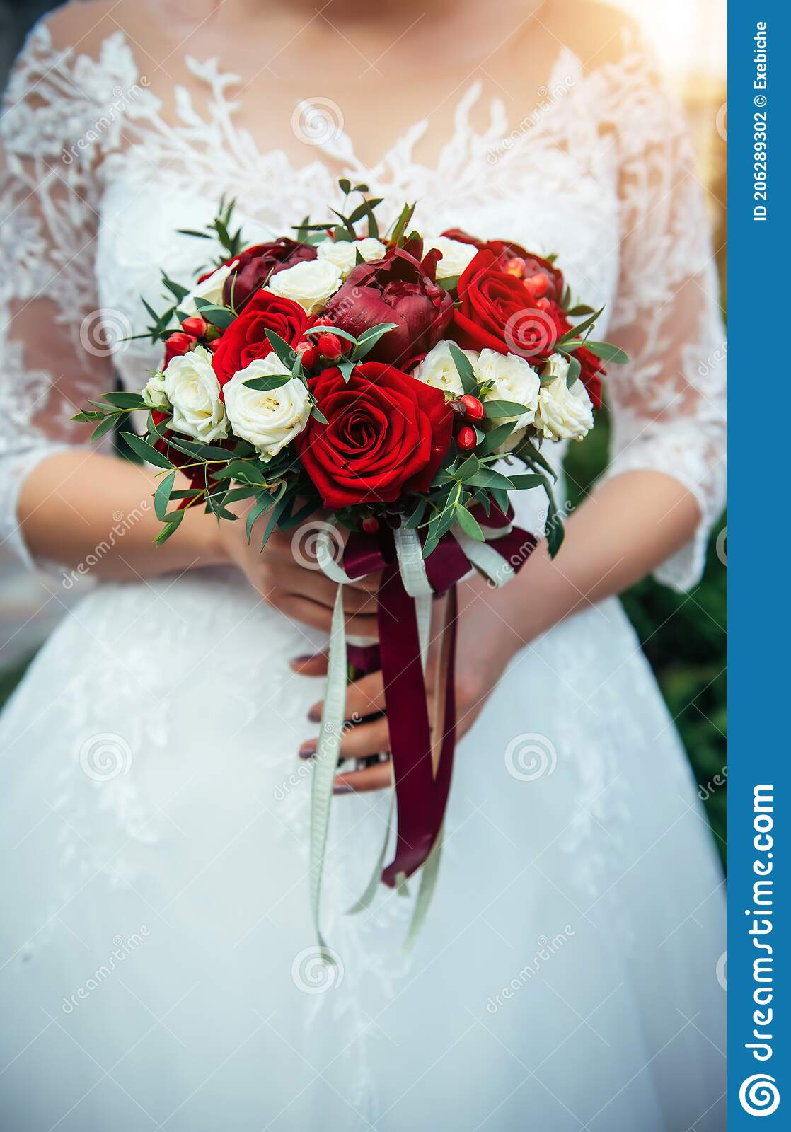 28 546 Bouquet Bride Red Photos Free Royalty Free Stock Photos From Dreamstime