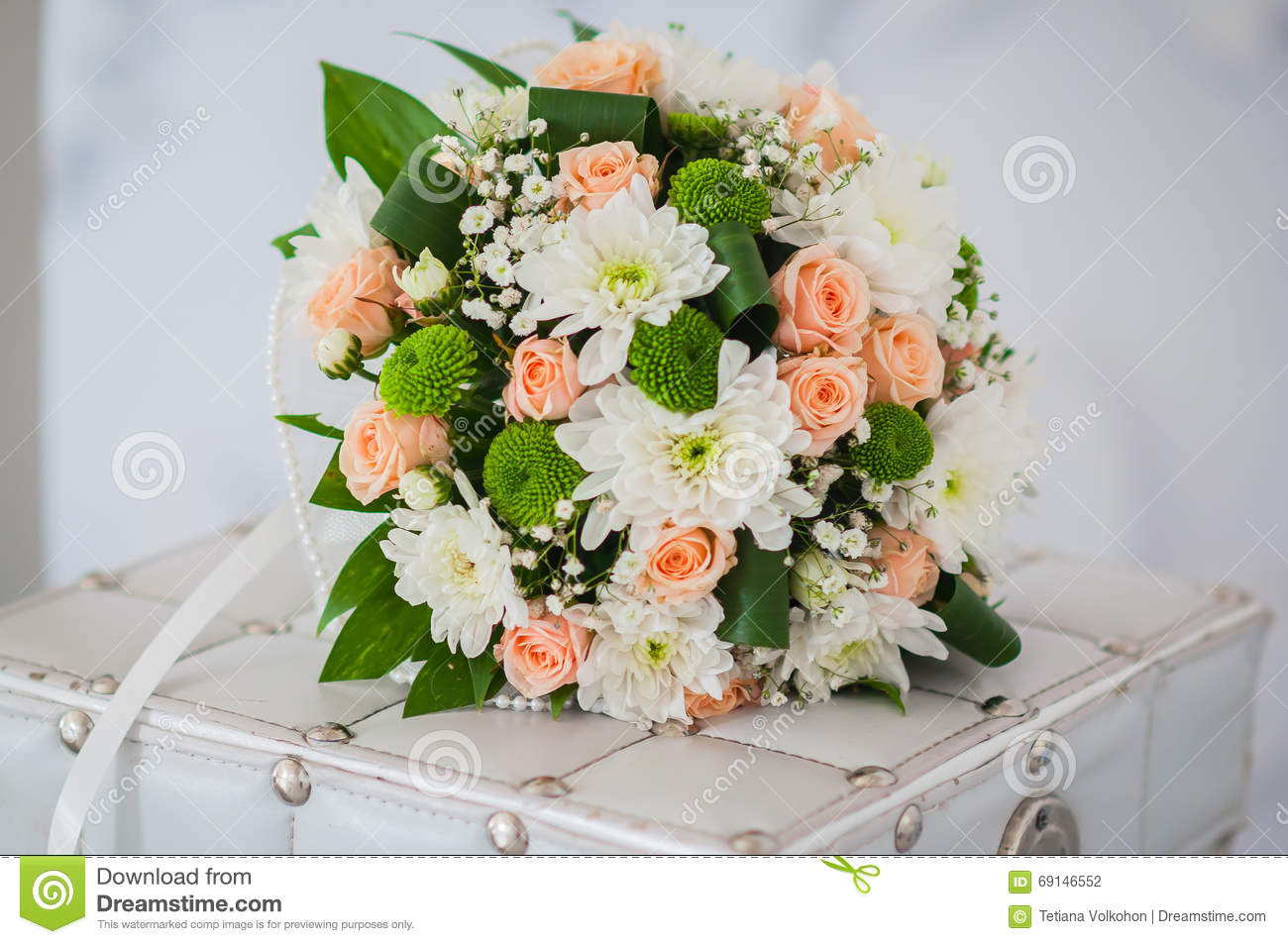 white and pink wedding bouquet with chrysanthemum stock photo, Beautiful flower