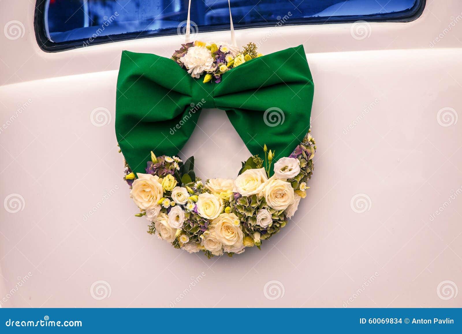 Wedding Bouquet On Vintage Wedding Car Stock Photo 60069834 Megapixl