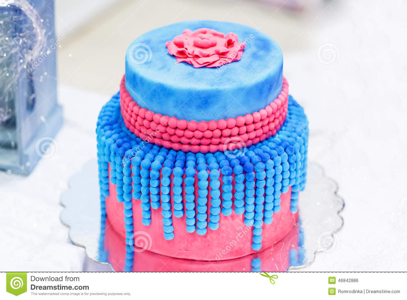 Wedding Cake In Blue And Red Or Pink With Elegant Pearls Stock
