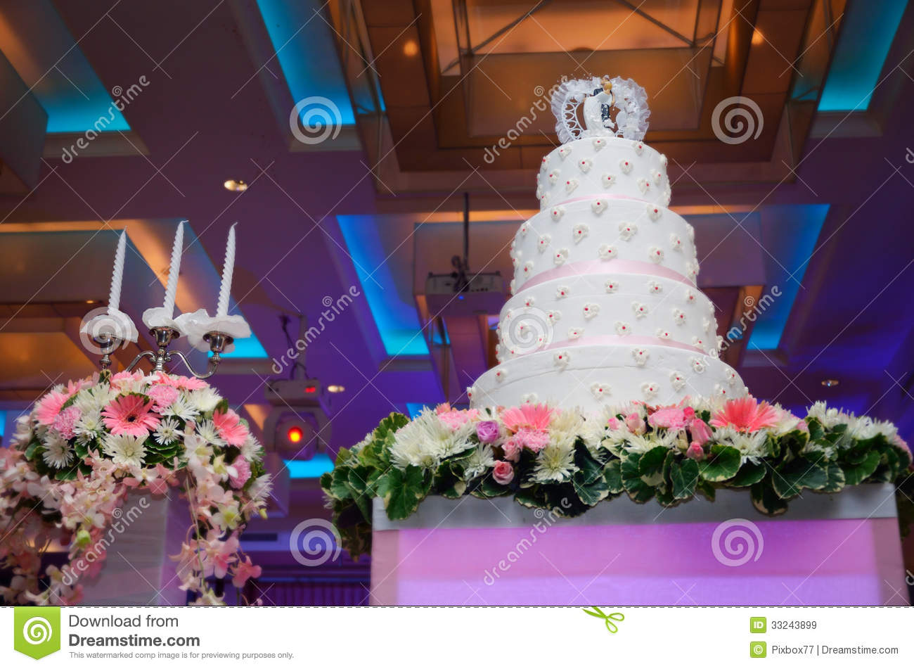 Download Wedding cake and candle stock image. Image of pink, dessert - 33243899