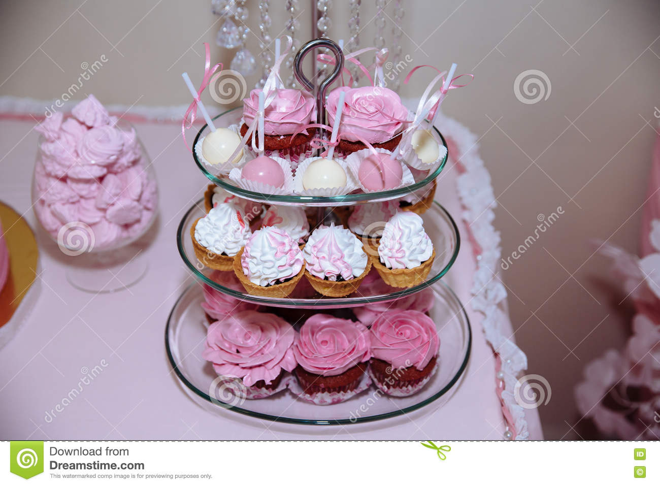 Wedding Cake. Candy Bar Marshmallow On The Table In A Vase, Macaroon ...