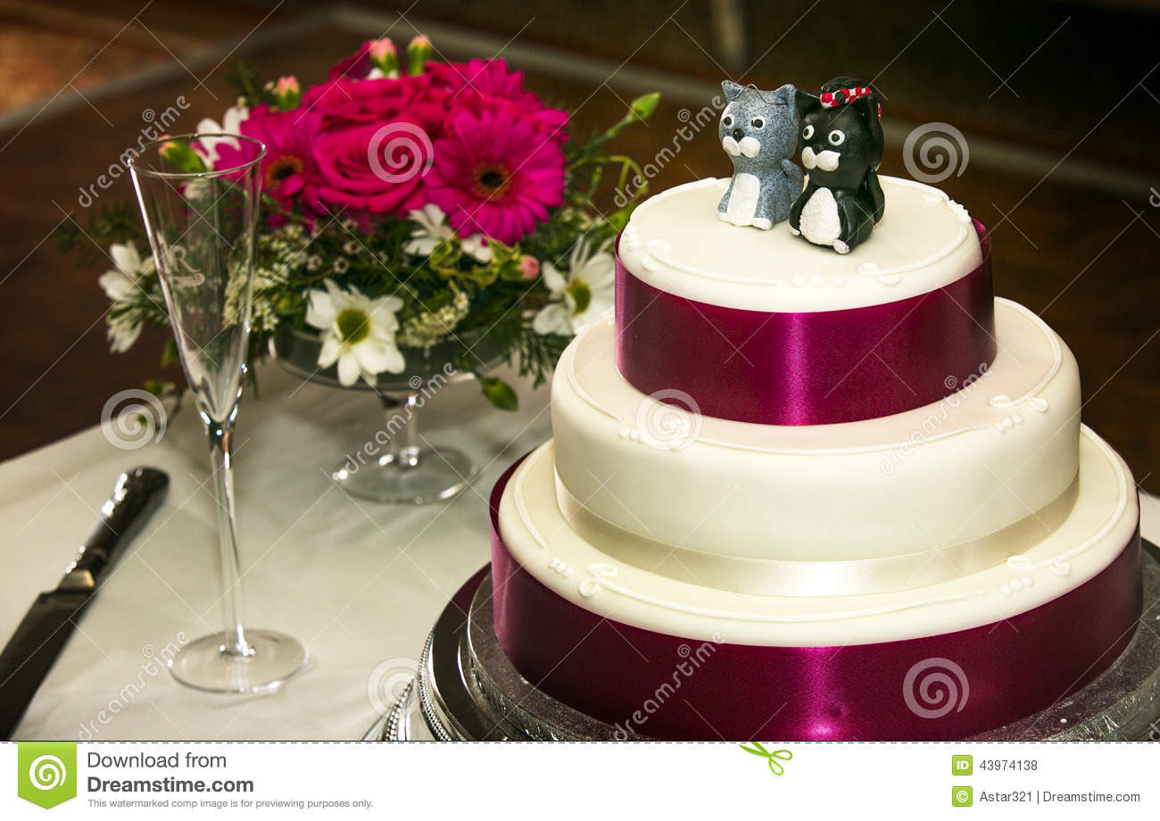 wedding cake with cat cake toppers stock photo image 43974138